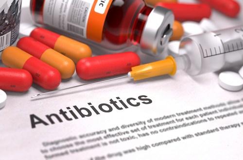 Антибиотики должны назначаться врачом, их самостоятельное использование (в любой форме) запрещено