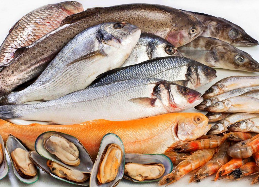 Рыба креветки устрицы