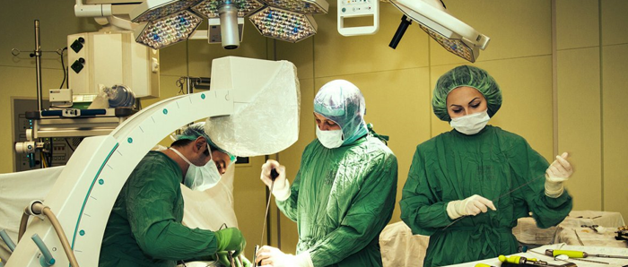 Проведение операции при остеохондрозе