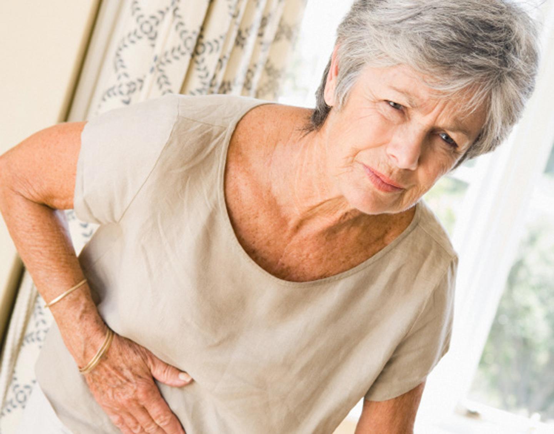 Проблемы с пищеварением у пожилой женщины