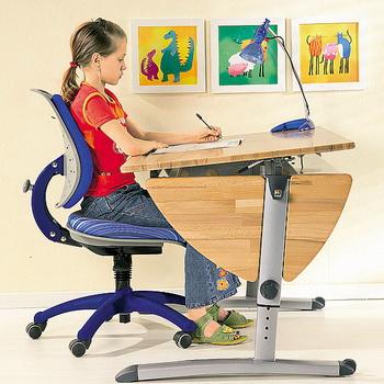 Удобный детский стол для профилактики нарушений осанки