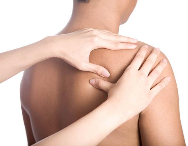 Массаж крайне эффективен при плечевом остеохондрозе