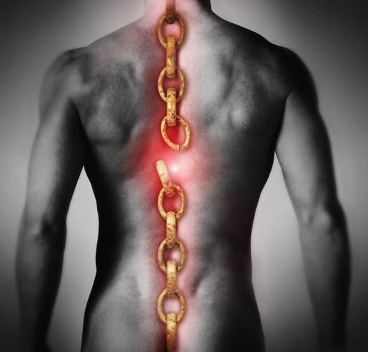Сковывающие боли при грыже грудного отдела могут существенно снижать трудоспособность