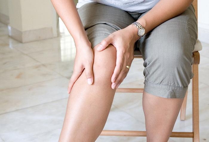 Заболевание на четвертой стадии сопровождается очень сильными болями даже в состоянии покоя