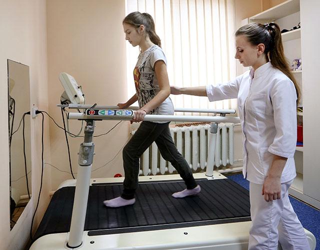 Устройство для восстановления двигательных функций ног