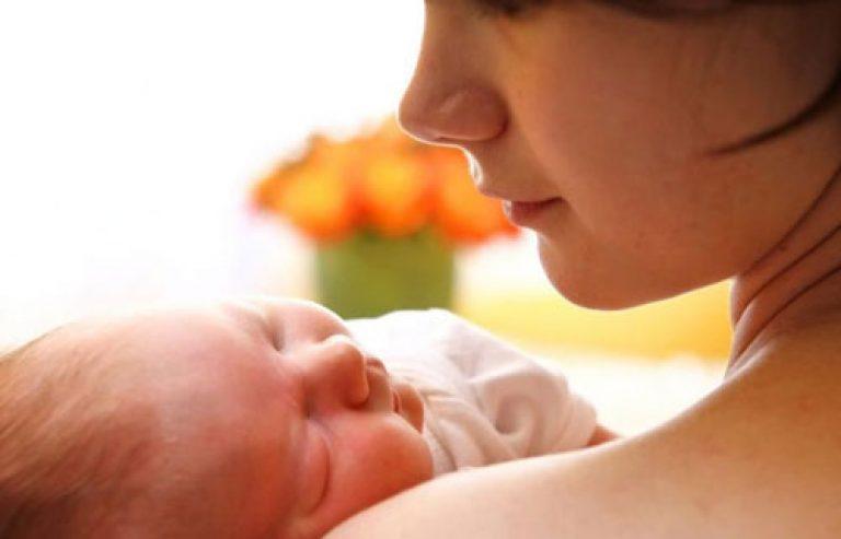 Новорожденный с матерью