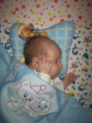 Положение головы ребенка на подушке-бабочке
