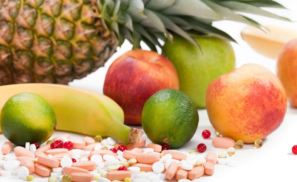 Фрукты и витамины на столе
