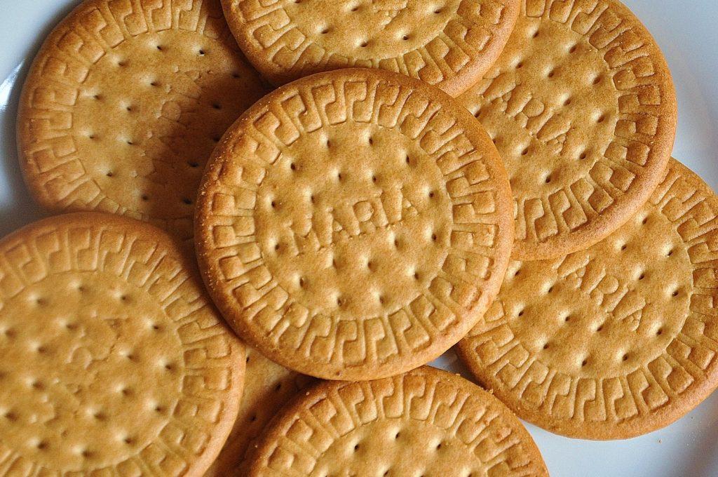 Печенье мария на белом фоне