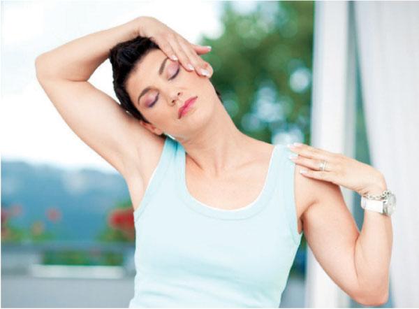 В реабилитационный период после операции по поводу остеохондроза часто назначают массаж (в том числе самомассаж)