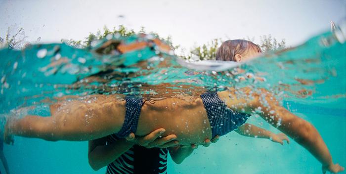 Лечение сколиоза у ребенка с помощью плавания