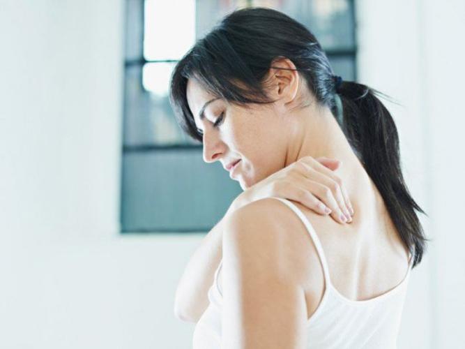Помимо слабости при остеохондрозе часто бывают боли в мышцах