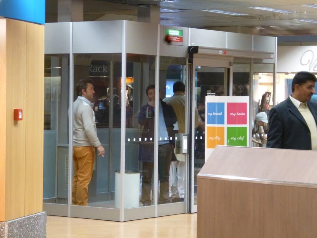 Быть или не быть курительным комнатам в аэропортах
