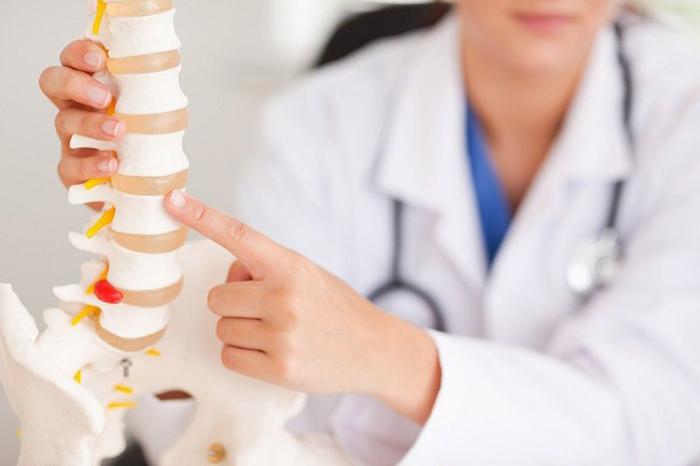 При обострении остеохондроза желательно вызвать врача на дом